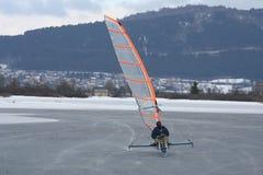åka skridskor för ismobil Arkivfoto