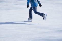 Åka skridskor för man Royaltyfri Foto