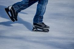 Åka skridskor för man Royaltyfria Bilder