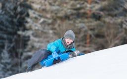 Åka släde som är sluttande med hastighet Fotografering för Bildbyråer