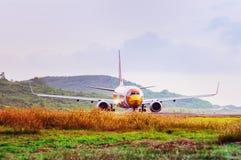 Åka taxi för flygplan Arkivfoto