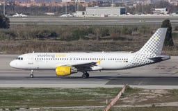 Åka taxi för Vueling flygbuss A320 Arkivbilder