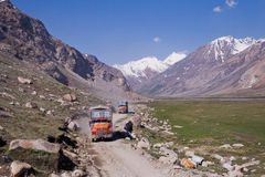 Åker lastbil i den Zanskar dalen Arkivbild