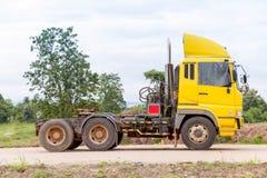 Åker lastbil presentation på konstruktionsvägen Arkivfoto