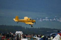 åkerbruk flygplanairshowdemontration Arkivbilder
