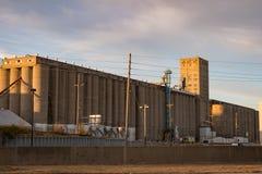 Åkerbruk silo för kornhiss i midwesten av Amerika Arkivfoto