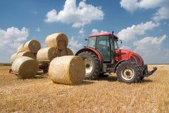 åkerbruk traktor Arkivfoton