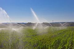 Åkerbruk vattensprej arkivbilder