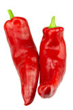 åkerbruka produktgrönsaker för ny marknad Två röda Ramiro Peppers på en vit bakgrund Royaltyfri Fotografi