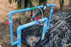Åkerbrukt bevattning- och gödningsmedelsystem i lantgård Royaltyfri Foto