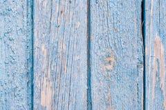 Åldrades målade spruckna bräden med blå färgskalning Gammal naturlig grunge texturerad träbakgrund Riden ut trävägg för design royaltyfri foto