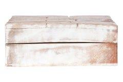 Åldrades träridit ut gammalt för Closeuptappningtextur den tomma stängda rektangulära askcasketen som isolerades på vit bakgrund  royaltyfri bild