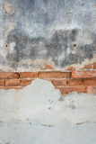 Åldrig betongvägg med gammal tegelstenbakgrund Royaltyfri Bild
