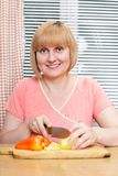 åldrig kökmittkvinna Royaltyfri Bild