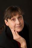 åldrig kvinna för kindhandmitt royaltyfri fotografi