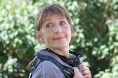 Åldrig kvinnastående Fotografering för Bildbyråer