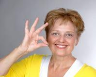 åldrig mitt- gammal tillfredsställd kvinna Fotografering för Bildbyråer