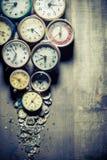 Åldriga klockor och delarna Royaltyfri Foto