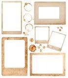 Åldriga pappers- fotoramar och kaffefläckar geometrisk dekorativ scrapbook för element Arkivfoton