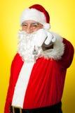 Åldriga Santa som dinglar en tangent Fotografering för Bildbyråer