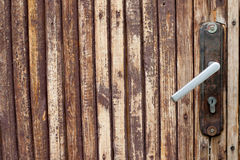 Åldrigt dörrhandtag, knopp med låset horisontal kopiera avstånd royaltyfri foto