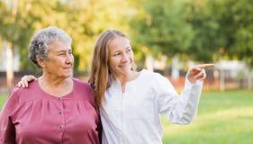 Åldringen returnerar omsorg Arkivfoto
