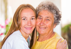Åldringen returnerar omsorg Royaltyfria Foton