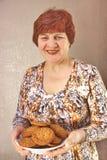 åldringleendekvinna Royaltyfri Foto