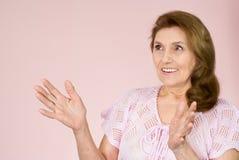 åldringstandskvinna Royaltyfria Bilder