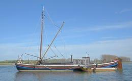 Ålfiskebåt, Rhein, Rhine River, Tyskland Arkivfoto