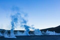 Ånga från geysers i nationell reserv för Los-flamenco Arkivfoto