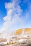 Ånga från geysers i nationell reserv för Los-flamenco Arkivbilder