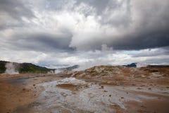 Ånga gyttjaHverir geotermiskt område Namafjall Myvatn nordöstra Island Skandinavien royaltyfri fotografi