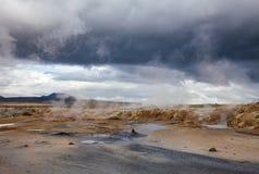 Ånga gyttjaHverir geotermiskt område Namafjall Myvatn nordöstra Island Skandinavien royaltyfri foto