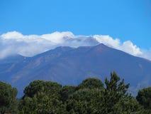 Ånga Mount Etna i SICILIEN Arkivfoto