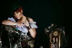 Ånga-punkrock flickas stående Royaltyfri Bild