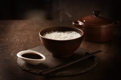 Ånga ris i en bunke Royaltyfria Bilder