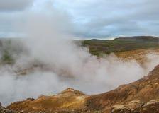 Ånga sjön i geotermisk för Krà för aktivt område suvÃk ½, Seltun, globala Geopark, Island, Europa royaltyfria bilder
