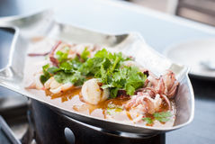 Ånga tioarmad bläckfisk med kryddig chili och kalka sås Royaltyfria Foton