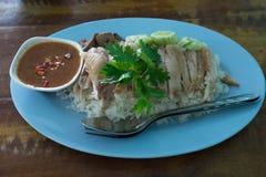 Ångad höna med rice Royaltyfri Bild