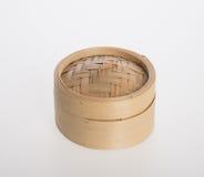 Ångad kinesisk bambu eller bambu ångade för dimsum på backgroun Royaltyfri Bild