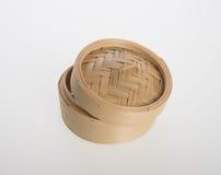 Ångad kinesisk bambu eller bambu ångade för dimsum på backgroun Arkivbilder