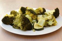 Ångad zucchini och broccoli Fotografering för Bildbyråer