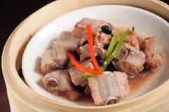 Ångade grisköttstöd för svart böna Royaltyfri Bild