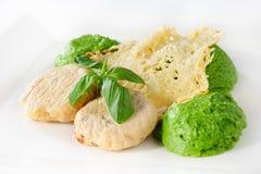 Ångade köttbullar med potatis-broccoli puré royaltyfri foto