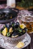 Ångade musslor i öl Fotografering för Bildbyråer