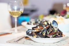 Ångade musslor i ostsås Royaltyfri Bild