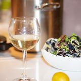 Ångade musslor i ostsås Royaltyfria Bilder