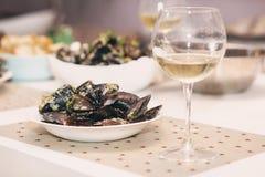 Ångade musslor i ostsås Fotografering för Bildbyråer