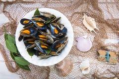 Ångade musslor med citronen för lunch Royaltyfri Bild